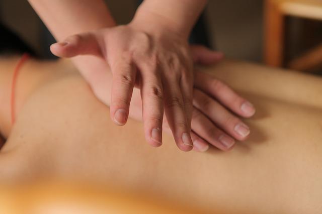 Vyzkoušeli jste již čínské tradiční masáže zad pro relaxaci?