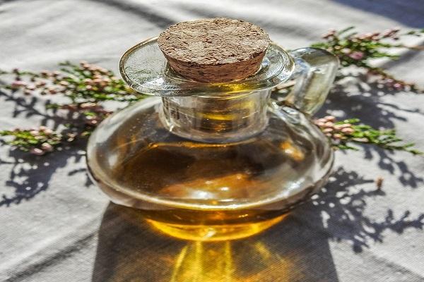 Domácí aromatický bylinkový olej jako marináda i pro vaření