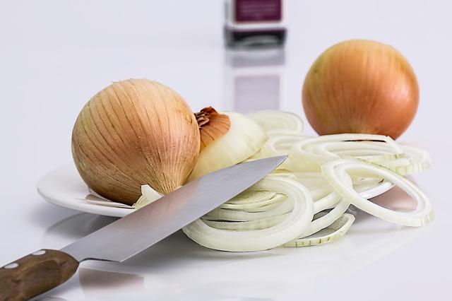 Cibule kuchyňská se používá na vaření, ale také vás může zbavit studených rukou a nohou