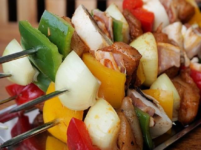 Losos a zelenina patří do dietního jídelníčku v mnoha různých kombinacích