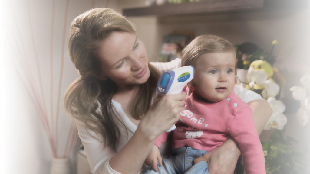 Bezdotykový teploměr rychle změří zvýšenou teplotu u dětí