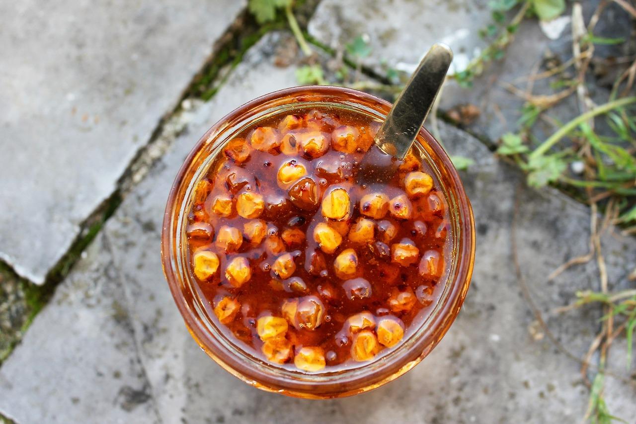 Vyzkoušejte domácí džem z aronie, rakytníku nebo černého bezu