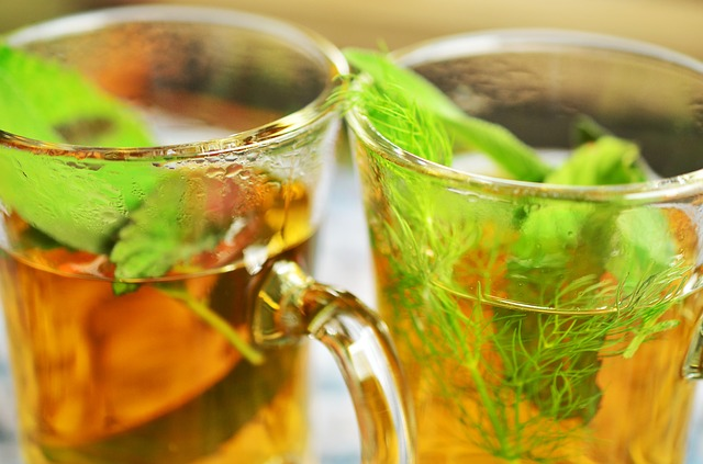 Odvar z bylinek léčí kašel, nadýmání, ale i škytavku
