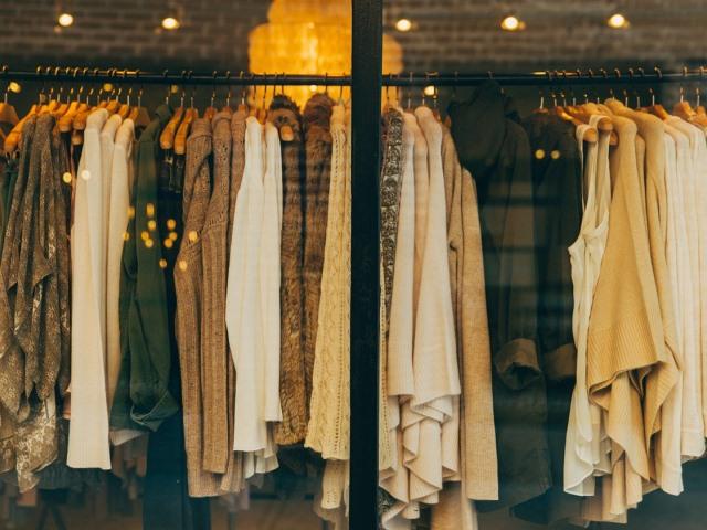 Společenské šaty a zimní trendy