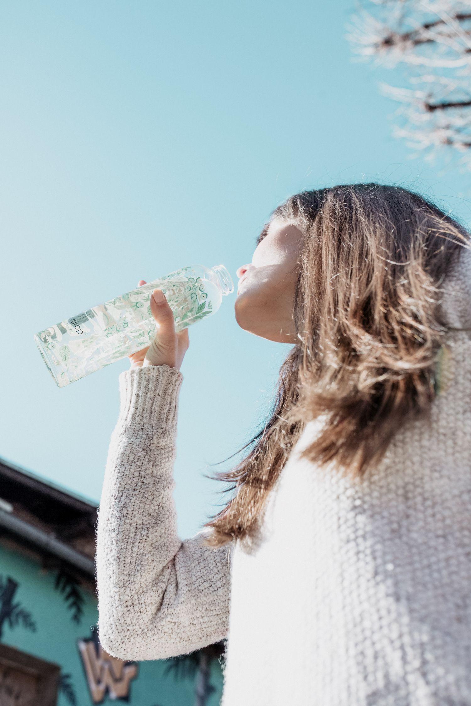 Správným pitným režimem proti jarní únavě